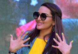 sonakshi sinha flaunting her nails