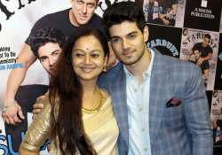 Sooraj Pancholi with mom Zarina Wahab