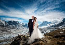 couple got married at mt everest