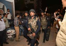 Commandos search for suspects at Hyderabad apartment