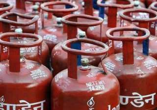 Non-subsidised cylinders get cheaper by Rs 14.50...