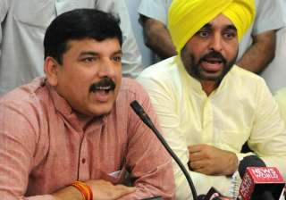 The video shows AAP's Sanjay Singh in a phone...