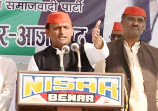 EC's show cause notice to Akhilesh for bribery...