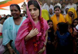 Dimple Yadav campaigning for UP polls - India TV