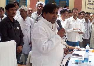 Gayatri Prajapati's aide surrenders before...