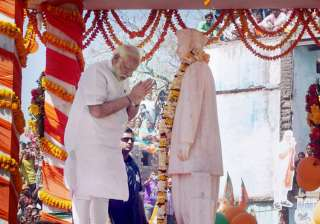 PM Modi paying tributes to former PM Lal Bahadur...