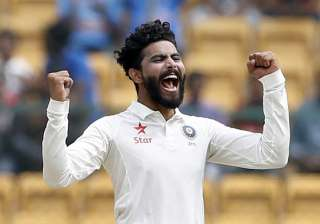 Jadeja's dazzling catch sends danger Warner...