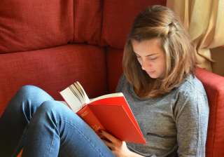 Reading books can help ease chronic pain