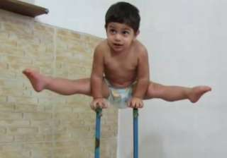 Spiderman in real life 3-year old body climbs a...