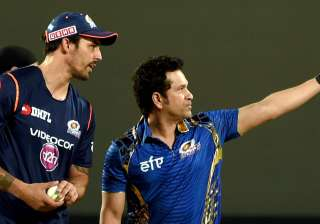 Mumbai Indians mentor Sachin Tendulkar with team...