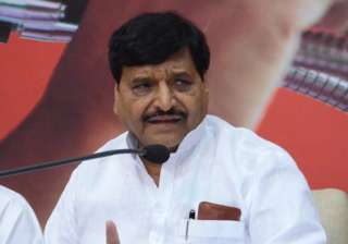 Shivpal Yadav asks Akhilesh to step down as SP...
