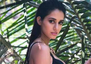 Disha Patani turns up the heat in latest bikini...