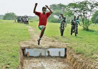 1,300 Kashmiri youths appear for Army recruitment...