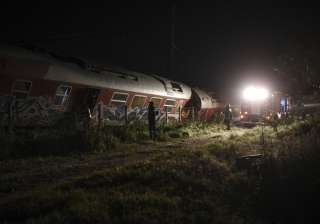4 dead, 5 injured in train derailment in northern...