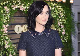 Katy Perry stops London concert to pay tribute to...