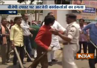 After I-T raids on Lalu Yadav, RJD workers attack...