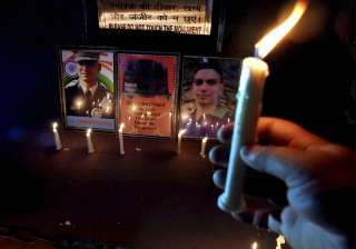 People lit up candle to pay tribute to Lt Ummer...
