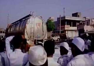 milk, shirdi, farmers, strike, indiatv, loan, - India TV