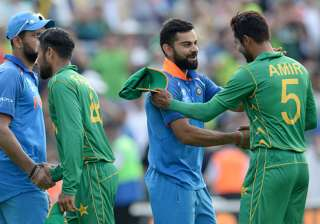 Virat Kohli congratulates Mohammed Amir after...