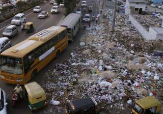 HC raps civic body commissioners over garbage...
