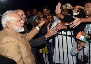PM Modi given warm welcome by Indians in...