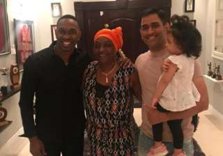 Dwayne Bravo with former Indian skipper MS Dhoni...