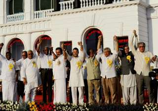 Opposition extol Karunanidhi, call for united...