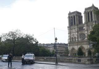 Paris: Man attacks cop with hammer at Notre Dame,...