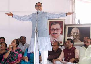 Shivraj Singh Chouhan continues his fast for...