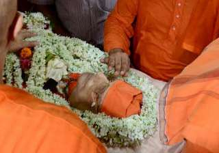 Swami Atmasthanandaji cremated with full state...