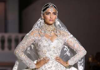 Sonam Kapoor at Paris Fashion Week - India TV