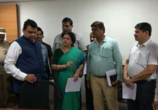 CM Fadnavis reviews flood situation in Mumbai -...