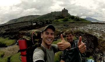 student Travelling in scotland - India TV