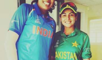 Pakistan pacer Kainat Imtiaz with India's Jhulan...