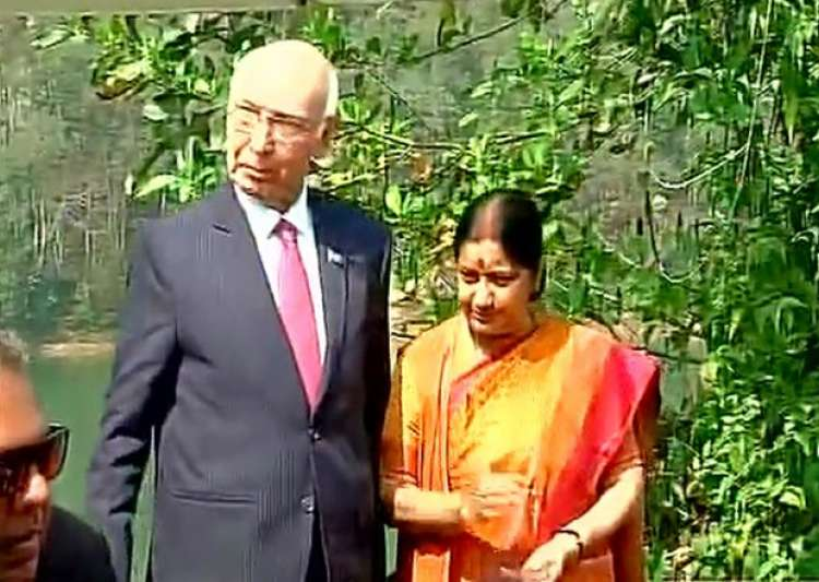 Sartaz Aziz Sushma Swaraj- India Tv