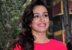 shraddha kapoor fulfills her commitment by working for 72