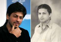 shah rukh clicks selfie with his father s favourite actress