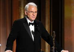 steve martin apologises for racist tweet