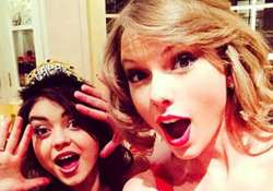 taylore swift is humble in real life says sarah hyland