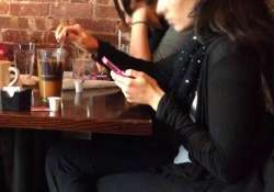 using smartphone on dining table affect parent child
