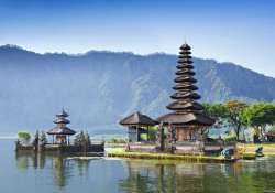 bali paradise for sea lovers and ancient temples see pics