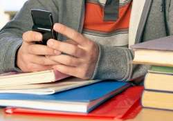 most us college students dependent on smartphones study
