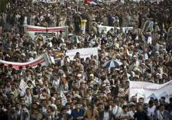 supporters of yemen s rebel houthi movement condemn