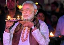 narendra modi to perform half an hour prayer at
