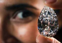thief in spain swallows 16 500 worth diamond