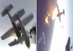 watch video terrifying collision of two sky diving planes