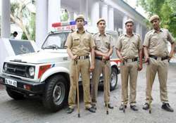 delhi cops get rs.100 a year as uniform allowance