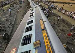 doon express derails in uttar pradesh 4 injured