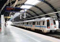 thousands stuck as snag hits delhi metro