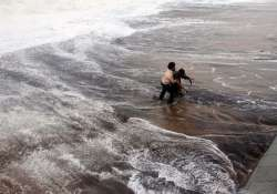 cyclone hudhud claims 21 lives in andhra